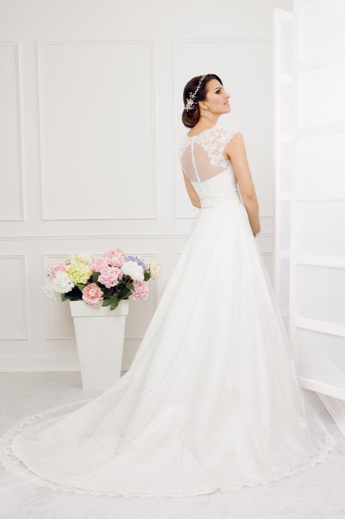 Zauberkutsche-Brautmode-online-hochzeit-Kleid-Hochzeitskleid-Meckenbeuren-Hochzeit-Accessoires-brautschleier-brautkleider-1