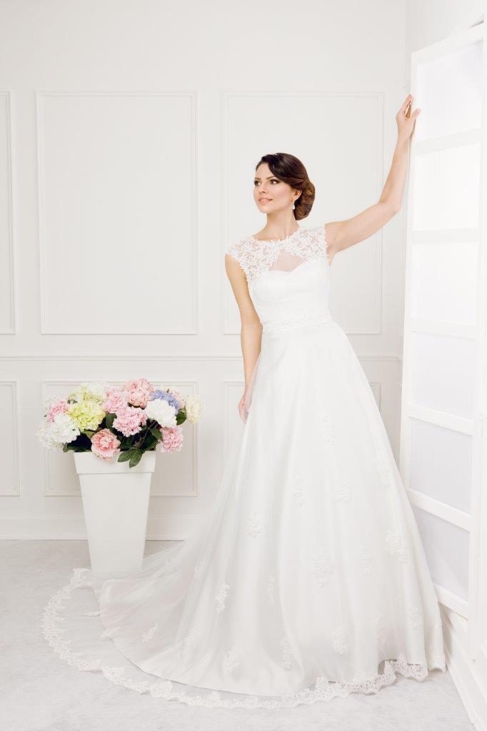 Zauberkutsche-Brautmode-online-hochzeit-Kleid-Hochzeitskleid-Meckenbeuren-Hochzeit-Accessoires-brautschleier-brautkleider-2
