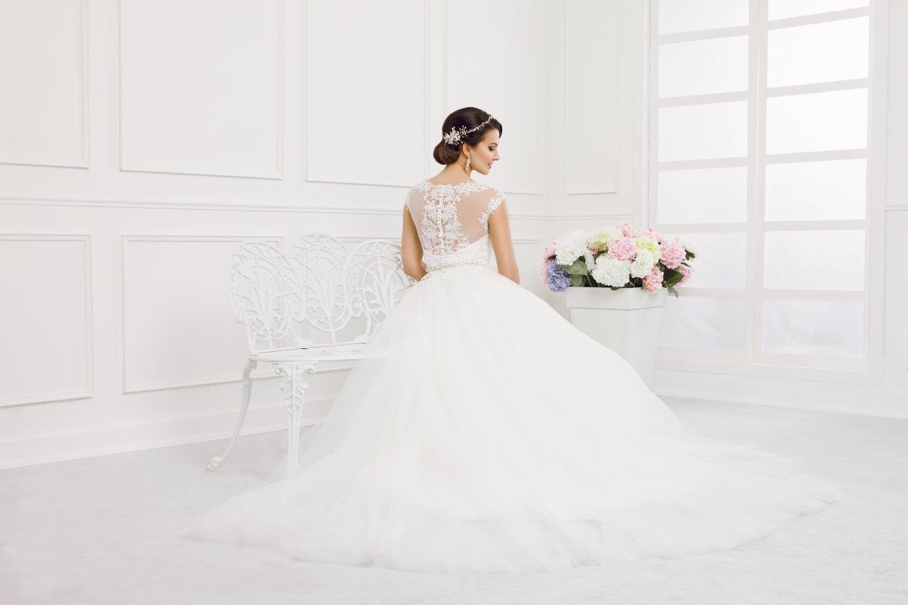 Zauberkutsche-Brautmode-online-hochzeit-Kleid-Hochzeitskleid-Meckenbeuren-Hochzeit-Accessoires-brautschleier-brautkleider-3