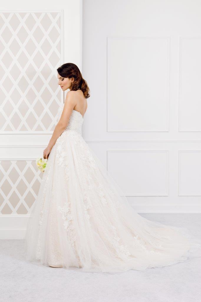Zauberkutsche-Brautmode-online-hochzeit-Kleid-Hochzeitskleid-Meckenbeuren-Hochzeit-Accessoires-brautschleier-brautkleider-4