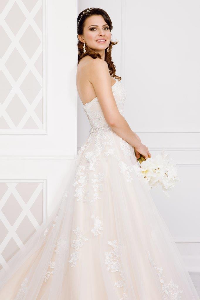 Zauberkutsche-Brautmode-online-hochzeit-Kleid-Hochzeitskleid-Meckenbeuren-Hochzeit-Accessoires-brautschleier-brautkleider-5