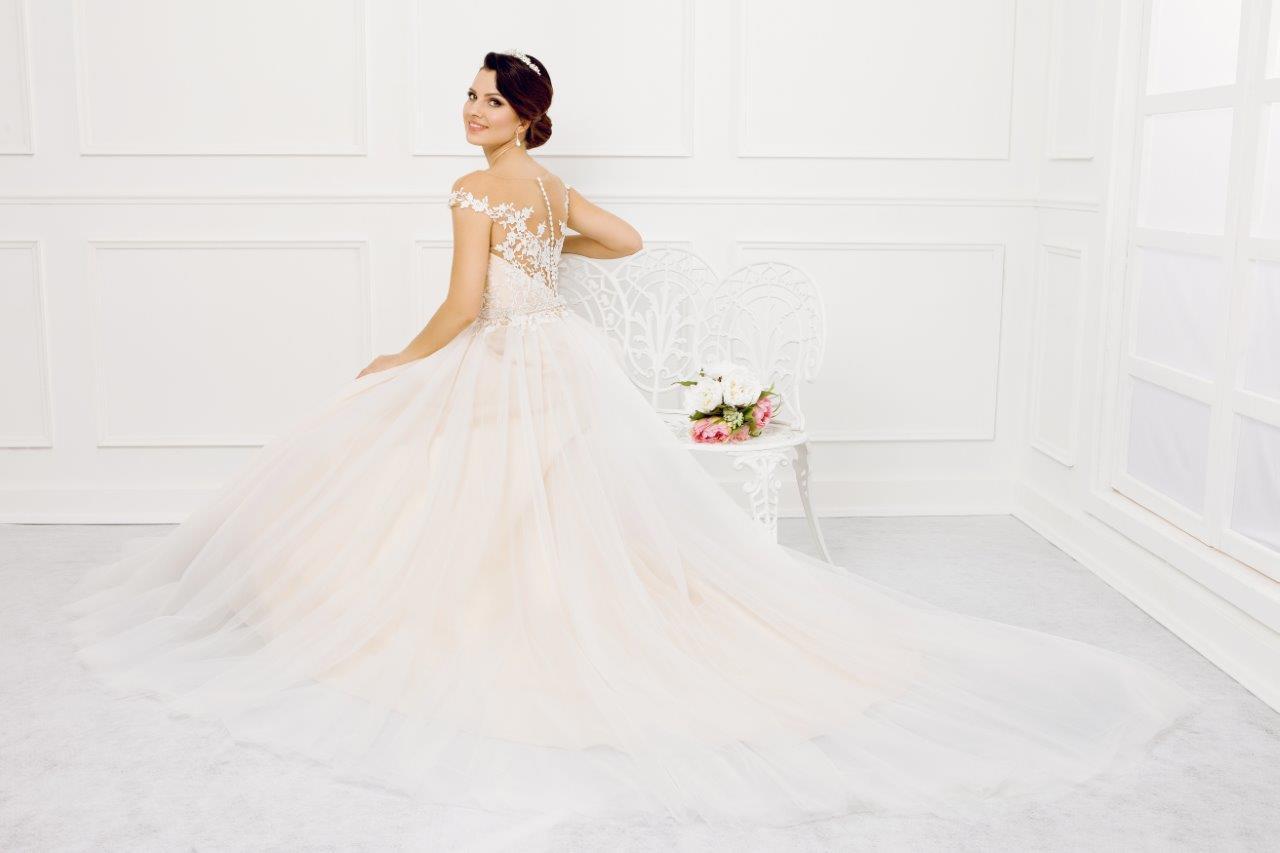 Zauberkutsche-Brautmode-online-hochzeit-Kleid-Hochzeitskleid-Meckenbeuren-Hochzeit-Accessoires-brautschleier-brautkleider-9