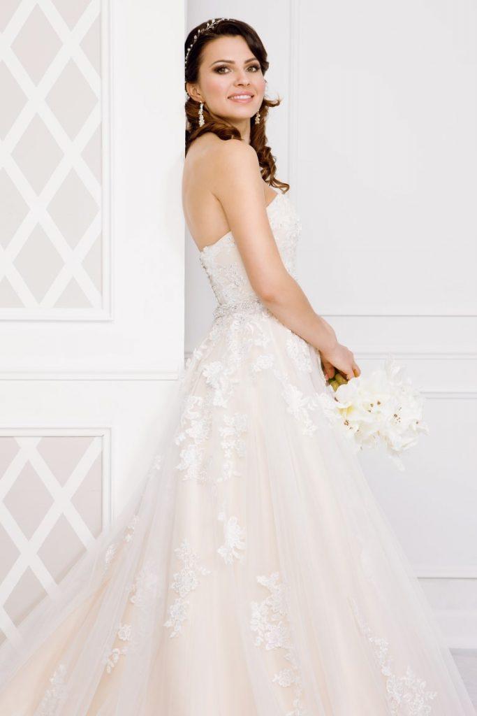 Zauberkutsche-Brautmode-online-hochzeit-Kleid-Hochzeitskleid-Tiffany-Meckenbeuren-Fiona-(Medium)